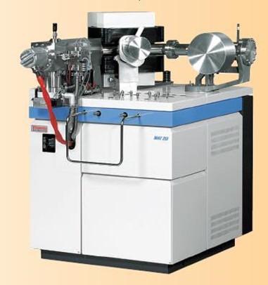 Масс-спектрометр с высоким вакуумом