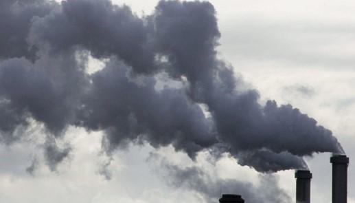 Задымленный вредный газ от сжигания отходов
