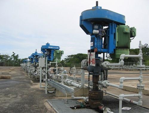 Система винтовых погружных насосов на месторождении нефти
